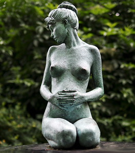 Oscar Wilde's Wife Constance, a  Sculpture by Danny Osborne in Merrion Square, Dublin