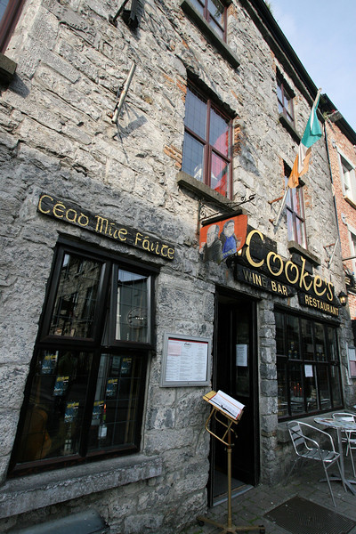 LOTS of pubs in Ireland
