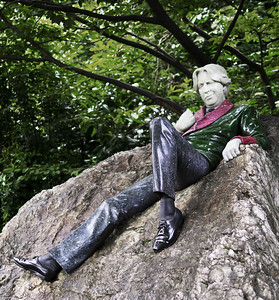 Oscar Wilde Sculpture by Danny Osborne, Merrion Square, Dublin