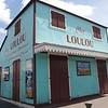Los isleños les gustan pintar sus casas y negocios con colores poco usuales