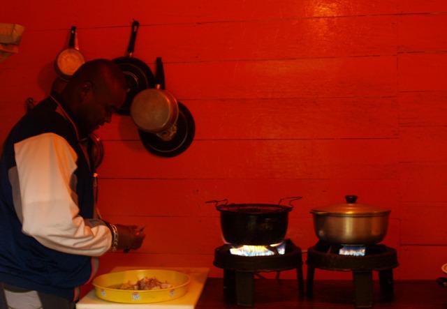 Nuestro cocinero nos prepara la primera cena