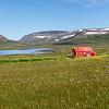 Ein einzelnes Haus in  Aðalvík