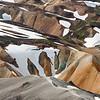 Wanderer zwischen den Rhyolithberge von Landmannalaugar