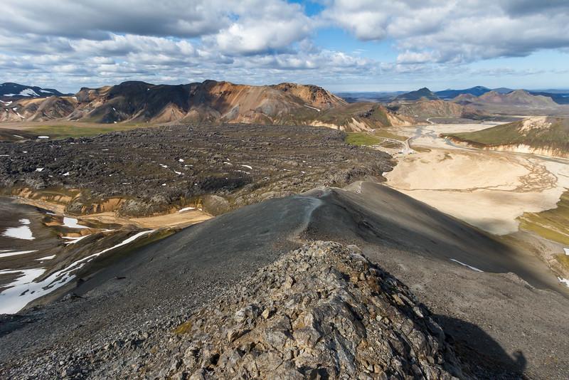 Aufstieg auf den Bláhnúkur; im Hintergrund das Lavafeld bei Landmannalaugar