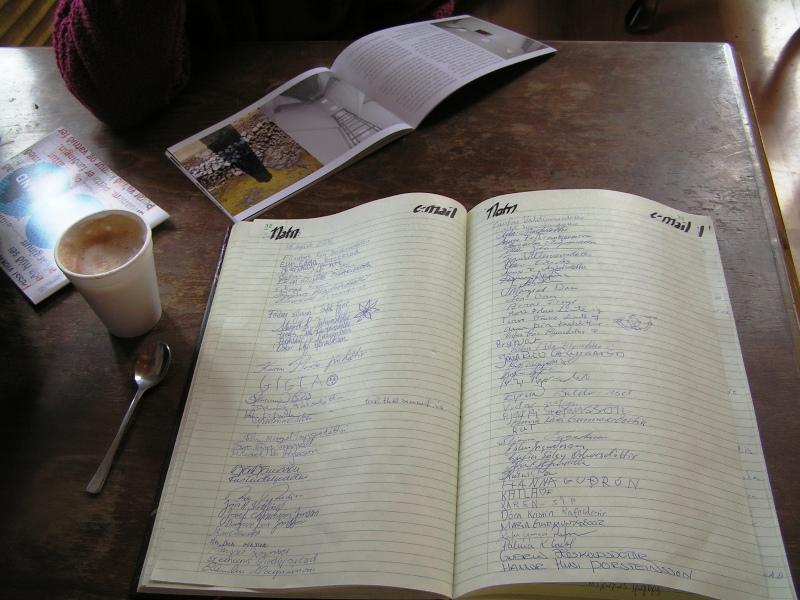 Libro de visitas de un bar en un antiguo faro recuperado
