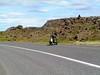 Un minusvalido dando la vuelta a la isla en su silla de ruedas