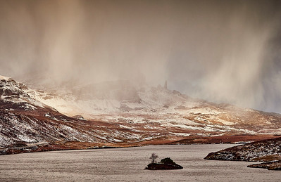 Snow storms across the Storr