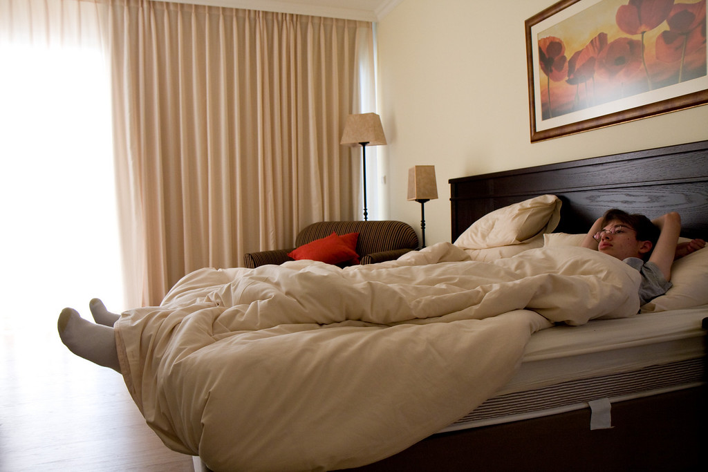 The hotel bed in Kfar Blum (fantastatic rooms!) are unable to contain nearly 6ft 4in. Ben.