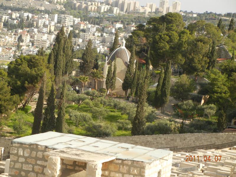 Dominus Flevit, Mt of Olives, Jerusalem. Israel<br /> <br /> Luke 19<br /> <br /> 哀哭耶路撒冷<br /> <br /> 41.耶穌臨近的時候,望見京城,便哀哭她說:42.「恨不能在這一天,妳也知道有關妳平安的事;但這事如今在妳眼中是隱藏的。43.的確,日子將臨於妳,妳的仇敵在妳四周築起壁壘,包圍妳,四面窘困妳;44.又要蕩平妳,及在妳內的子民,在妳內決不留一塊石頭在另一塊石頭上,因為妳沒有認識眷顧妳的時期。」