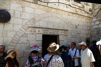 Via Dolorosa Station V -  Simoni-Cyrenaeo Crux Imponitur
