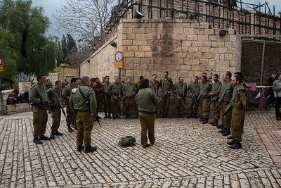 Soldiers learning Israeli and Jewish history