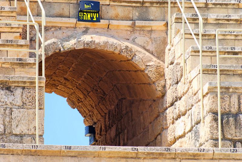 Teatro Romano - um dos acessos às bancadas <br /> Caesarea National Park - Haifa - Israel