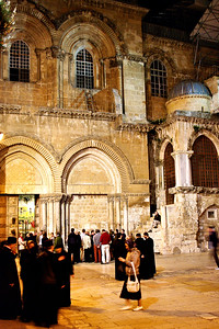 Old Jerusalem, Church of the Holy Sepulchre, just before the nightly door closing. (c) 2011, Karin Markert, kmarkert88@gmail.com, all rights reserved.