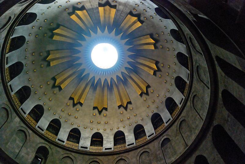 A rotunda renovada sobre o Túmulo de Jesus