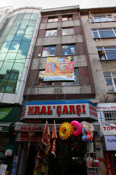 In 1995 this used to be the office of my company in Kadıköy!!!! (floor just above the big poster)...