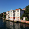 Seen from a Bosporus tour boat, very well maintained (wooden) houses near the water..