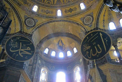 Theotokos, Hagia Sophia.  Bracketed by signs for Allah.