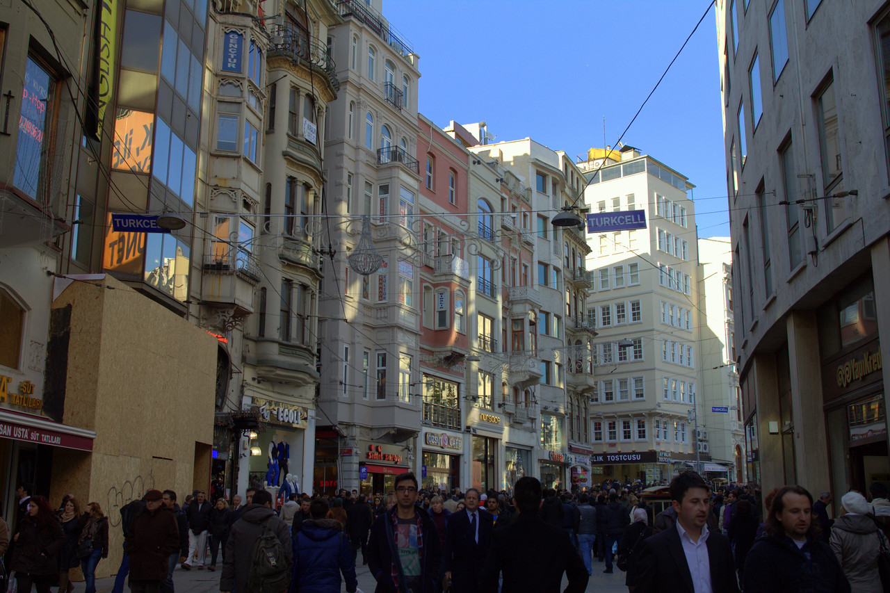 Buildings and crowds on İstiklal Avenue.