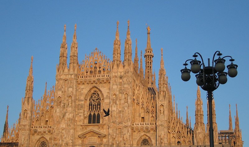 00aFavorite Duomo di Milano - front top (see bird flying by)