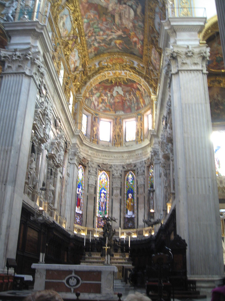 Inside the magnificant Cattedrale de san Lorenzo (St Lawrence Cathedral