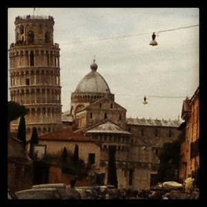 My first glimpse of the leaning tower of Pisa with @babackpacker