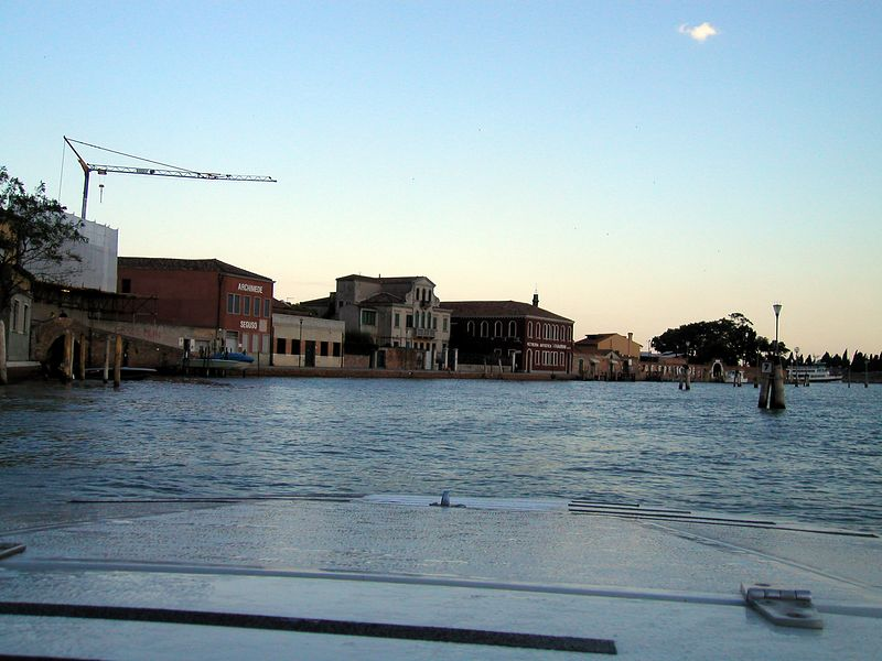 1 Hour trip from the airport to Venice Lido