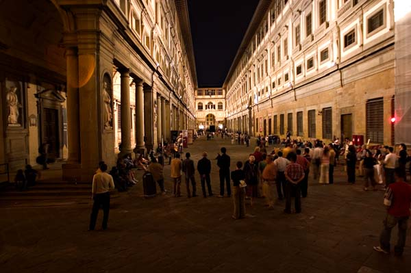 Uffizi Gallery Courtyard-Night-1