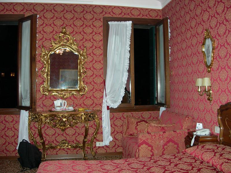 Venice hotel - love seat