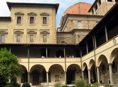 Claustre de San Lorenzo, Florence, Italy.