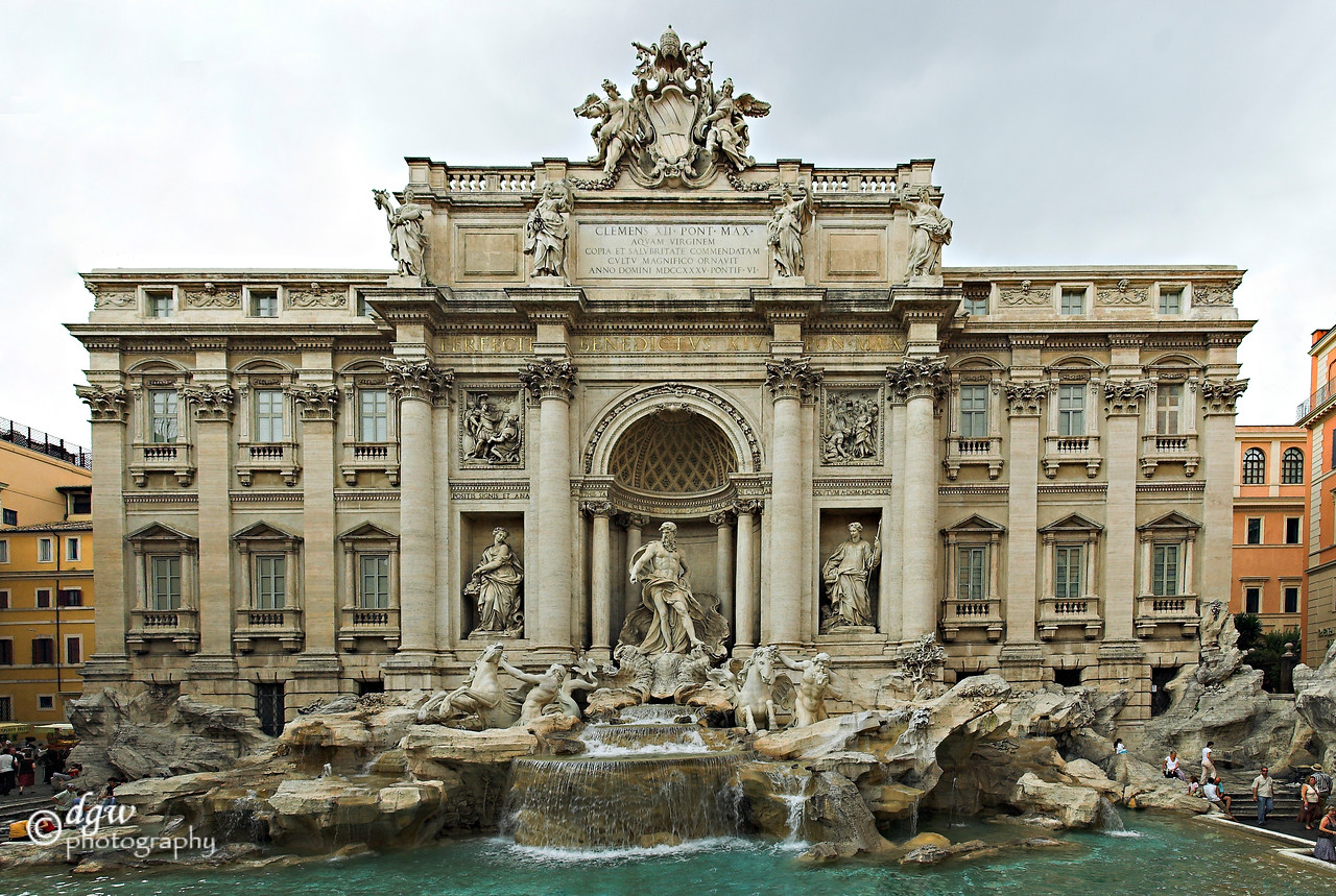 Trevi fountain in Roma made up of 2 rows of 3 for a total of 6 photos