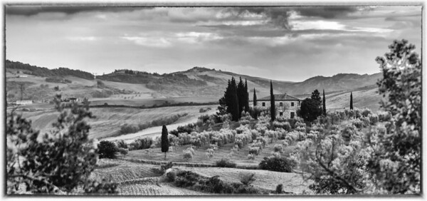Tuscany house in Black & White.