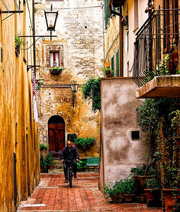 Man on a bicycle, Pienza