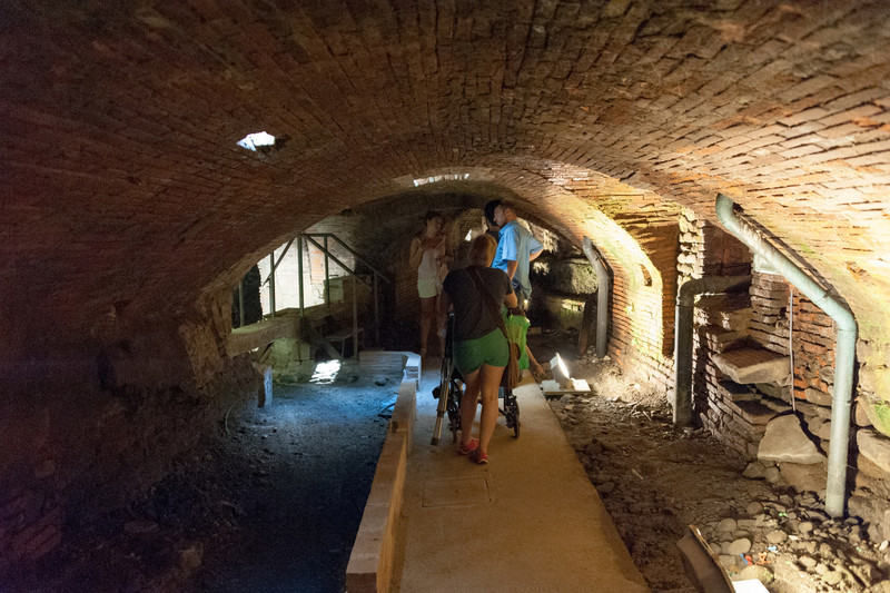 Tour under the oldest working hospital in Italy