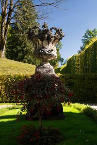 Linderhof Statue 1