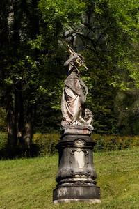 Linderhof Statue 2