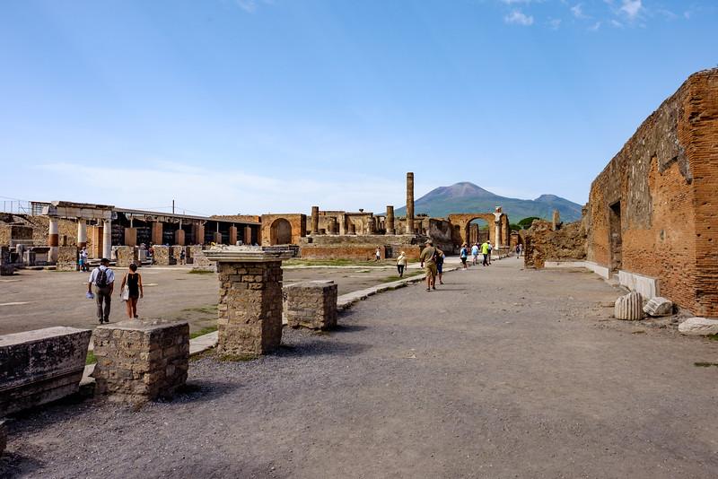 The forum with Vesuvio in the background.