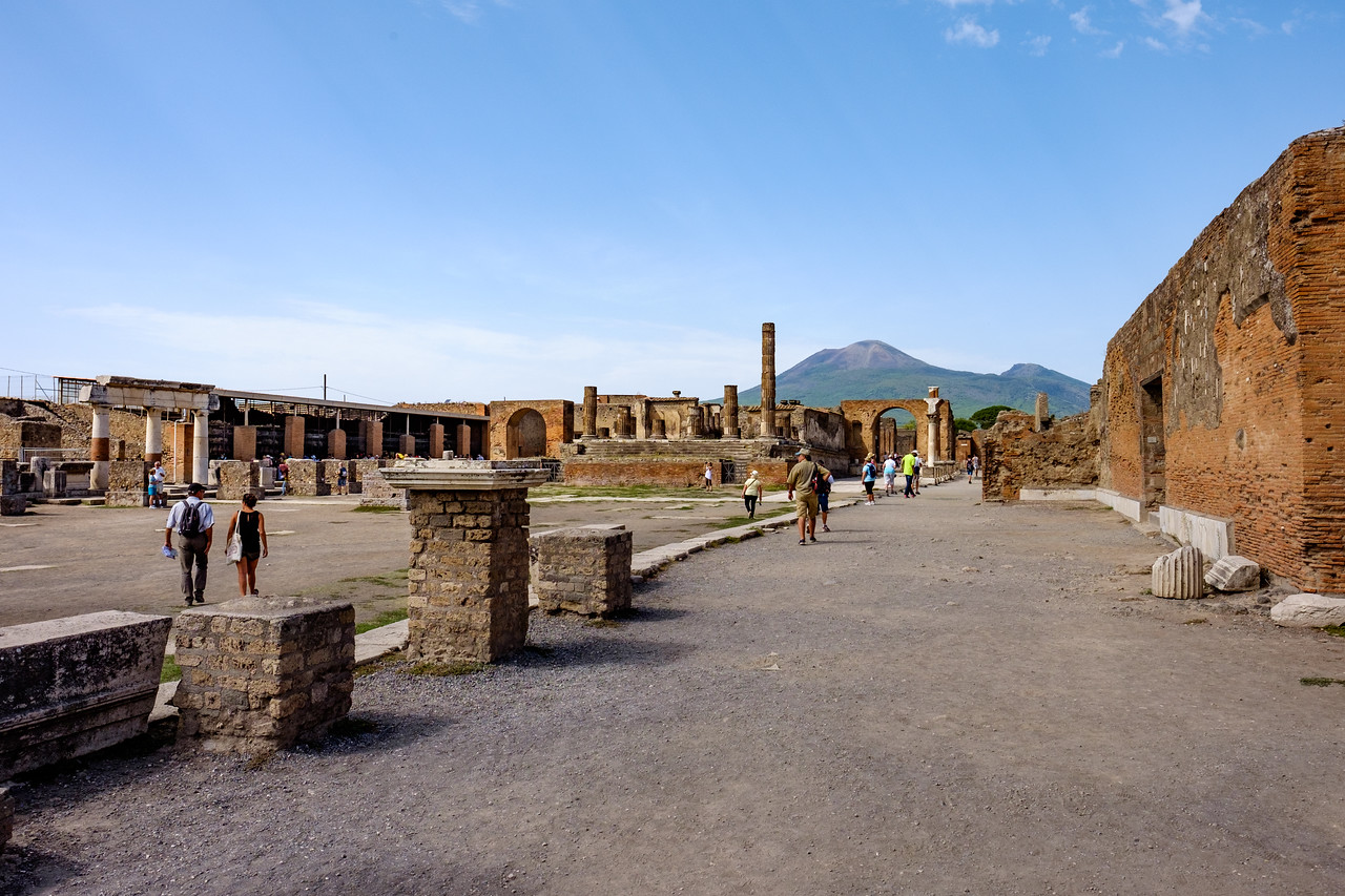 The forum with Vesuvio in the background.
