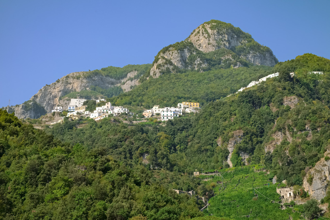 A zoomed-in shot of the town on the mountainside. I think it is Pergerola, where we have lunch the next day.