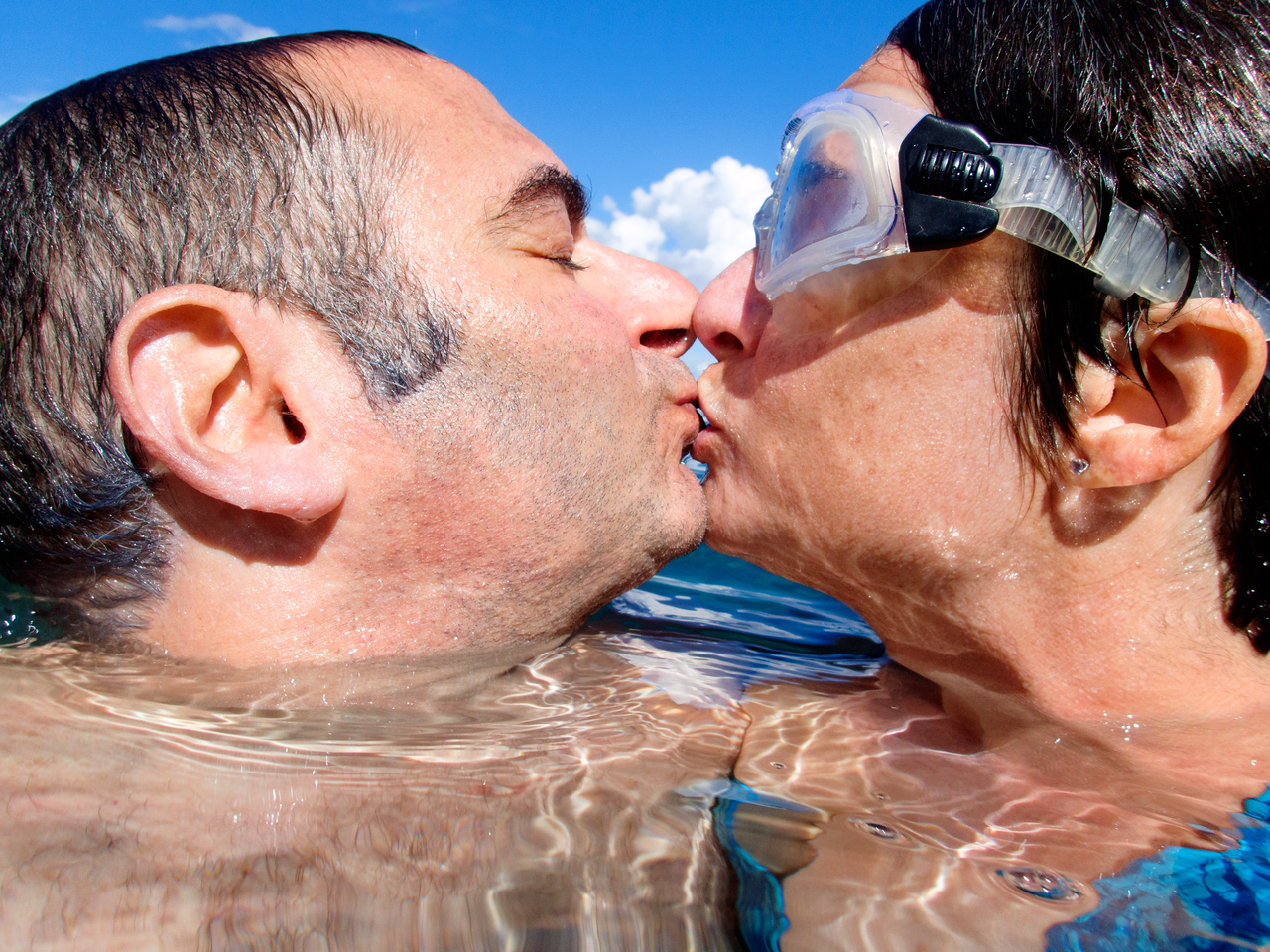 Kiss in the sea.