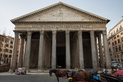 The horses and trinket vendors get an early start at the Pantheon.