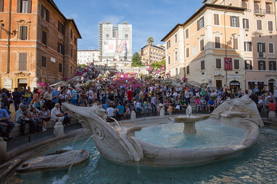 Fontana della Barcaccia (Fountain of the Ugly Boat; c. 1627 by Bernini) in the foreground, and the Spanish Steps in the background.