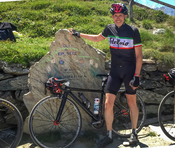 The traditional top-of-the-the-pass photo, but Finestre isn't just another pass