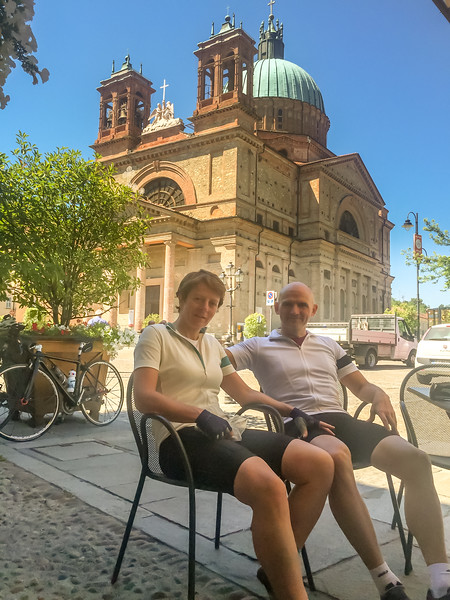 Sara & Allan from Manchester on the first coffee break of the day in Dogliani