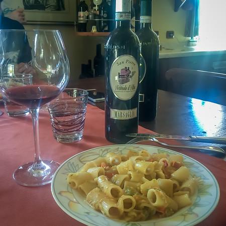 Simple zuchini pasta between bottles