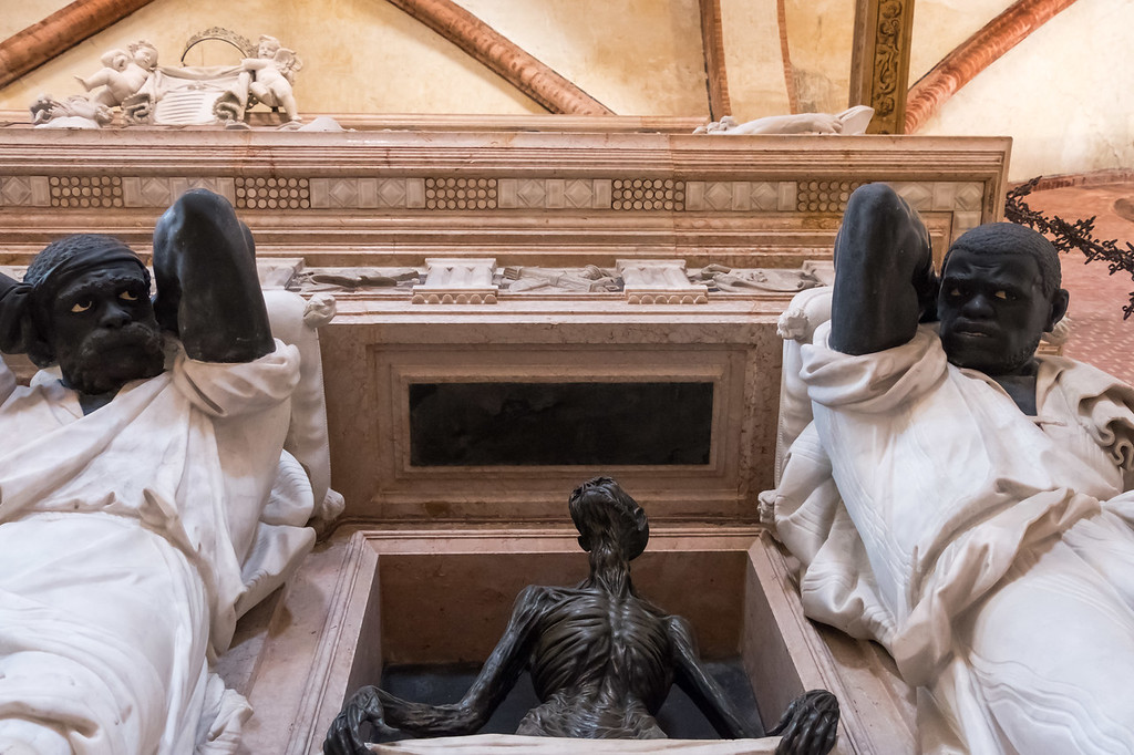 Tomb of Pesaro in Frari church