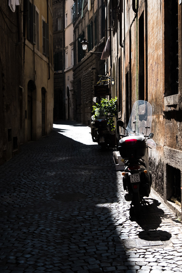 Narrow lane in Rome