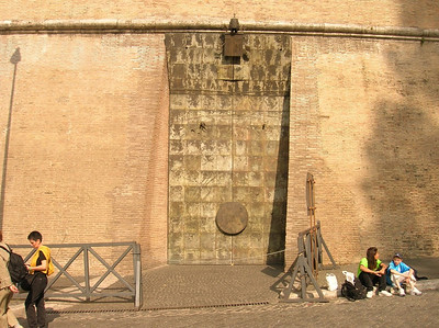 When we got to the door of the Vatican Museum we found it had closed early that day.