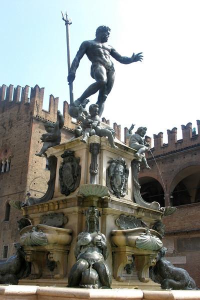 The 16th-century Fontana di Nettuno (Neptune Fountain)