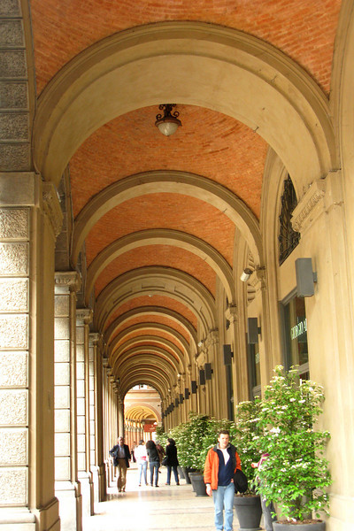 Bologna is famous for its colonnaded arcades. They were very convenient for the occasional rainstorm.