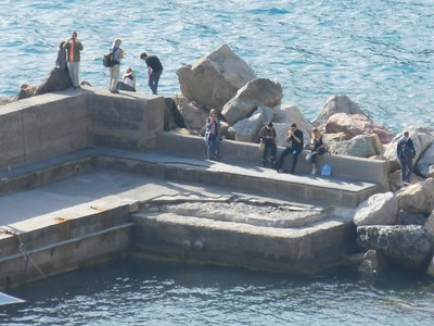 If I climb out on those rocks, I should get a better view of Vernazza